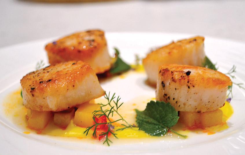 Sea scallops, chorizo hash, corn puree - Kithcen Confidential with Ario chef du cuisine, Gerald Sombright