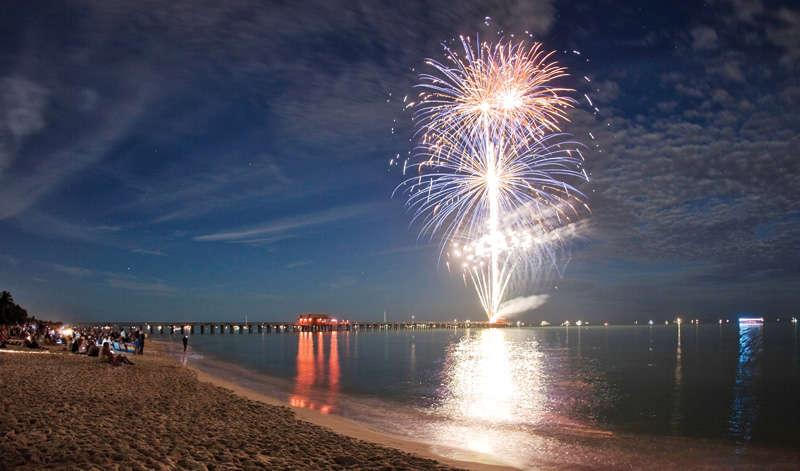 Fireworks-t-the-Naples-Pier